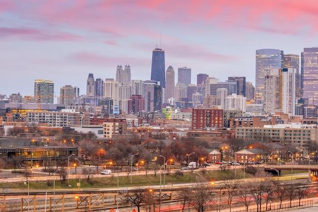 アメリカのシカゴ市のダウンタウンのスカイラインの街並み