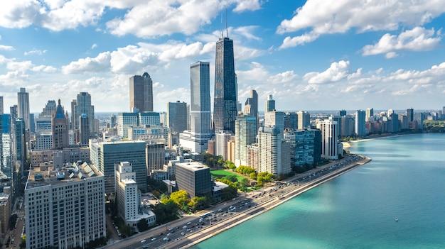 시카고 스카이 라인 공중 무인 항공기보기 위에서 시카고 시내 고층 빌딩의 도시와 미시간 호수 도시, 일리노이, 미국
