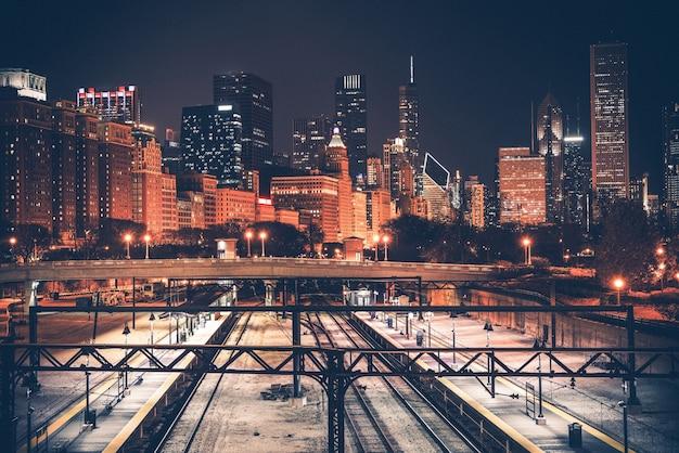 シカゴのスカイラインと鉄道