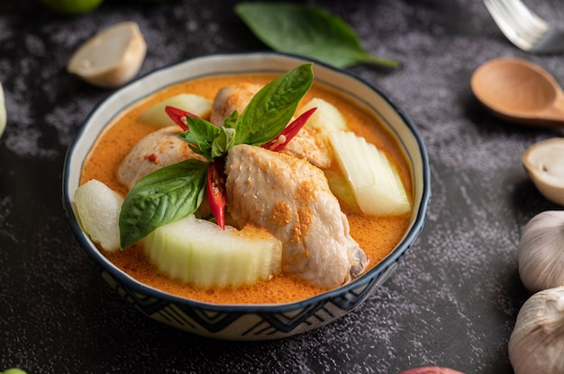 Chicken curry with winter melon, with mushroom, garlic, chilli and basil