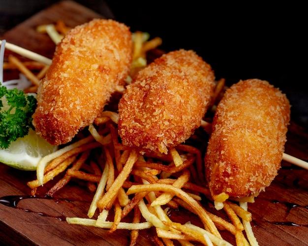 Куриные котлеты с картофелем фри