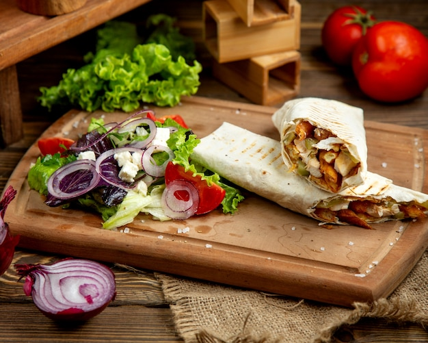 Chicken doner with chopped vegetables