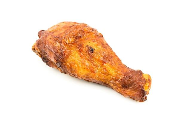 치킨 드럼 스틱 로스트에 고립 된 흰색 배경