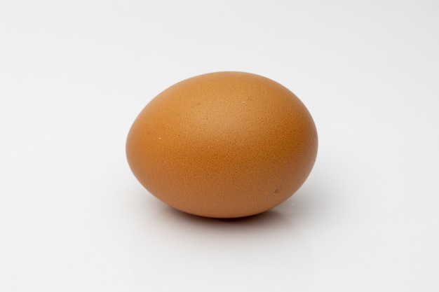 白の拡大図で分離された鶏卵