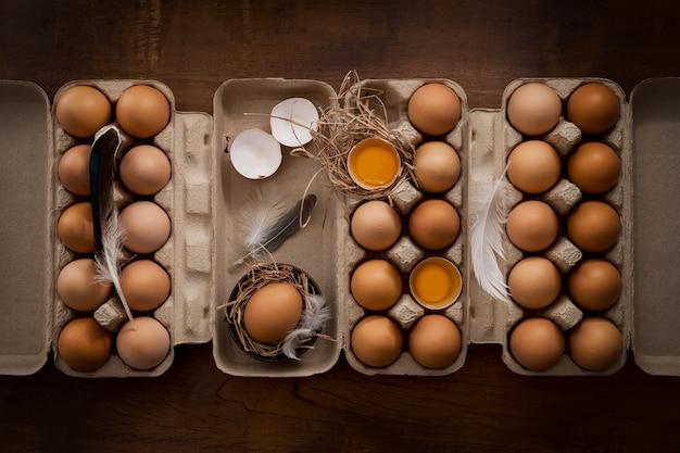Куриные яйца плоский натюрморт деревенский с стильной едой