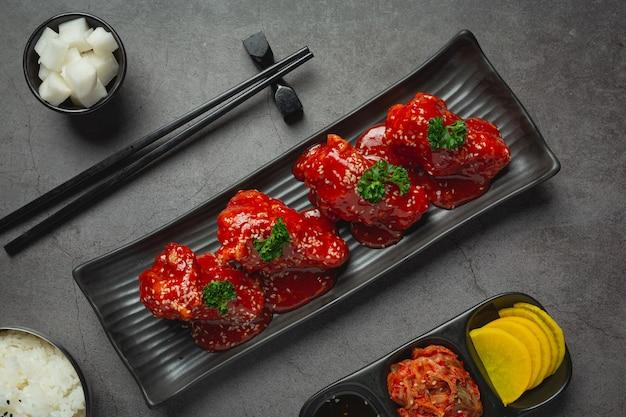 韓国風スパイシーソースで揚げた鶏肉