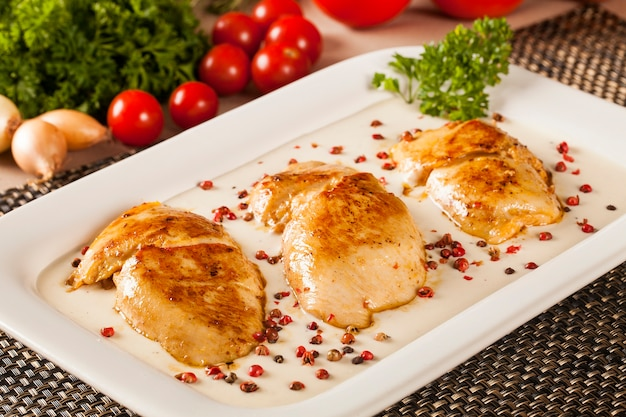 Chicken grilled with white sauce.