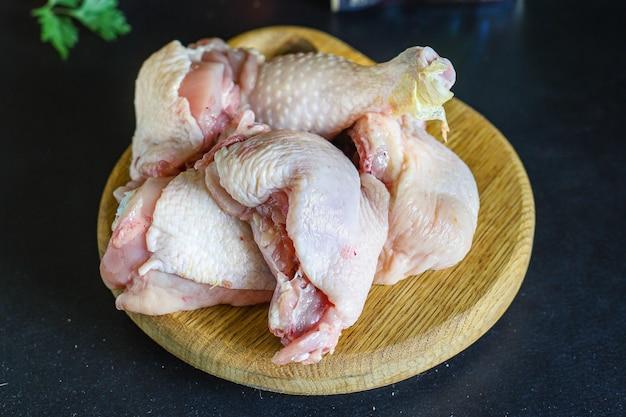 토마토 소스 조각에 닭고기 볶음 차 호크 빌리 또는 차슈 슐리