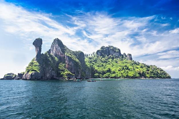 Куриный остров в море, провинция краби, таиланд
