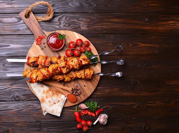 Куриный шашлык со специями и овощами