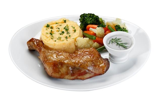 Жаркое из куриной ножки с картофельным пюре с овощами