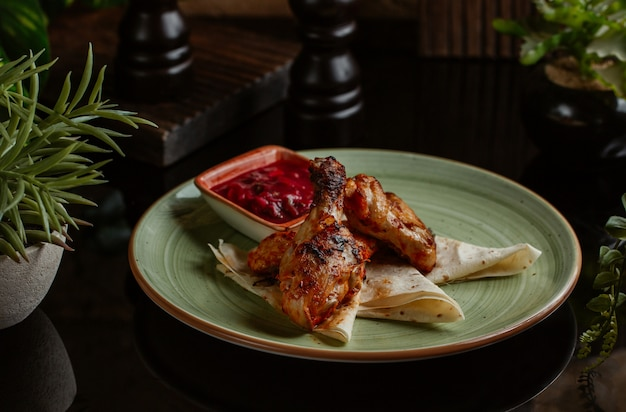 Chicken legs roasted in spicy tomato sauce