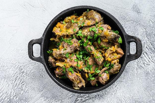 Куриная печень, сердце и желудок в сливочном соусе
