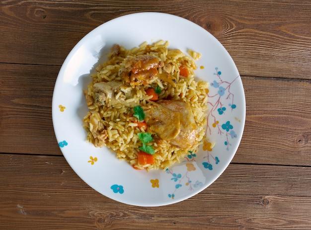 치킨 machboos bahraini 양념 치킨과 라이스