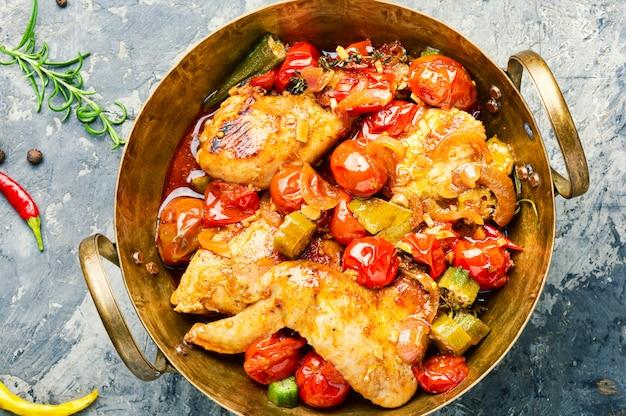 Куриное мясо и овощи тушеные