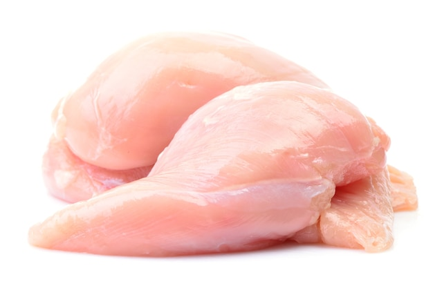 Куриное мясо на белом фоне