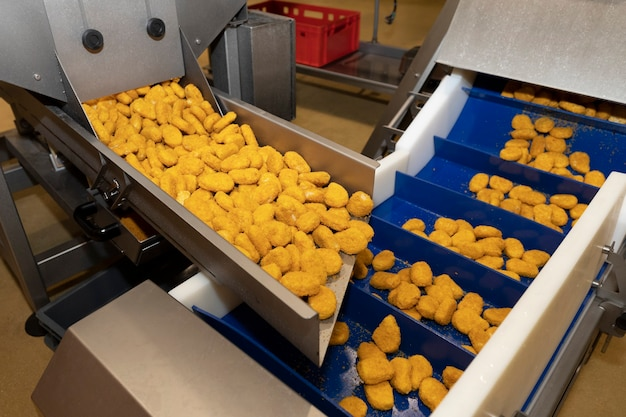 チキンナゲットの生産ライン