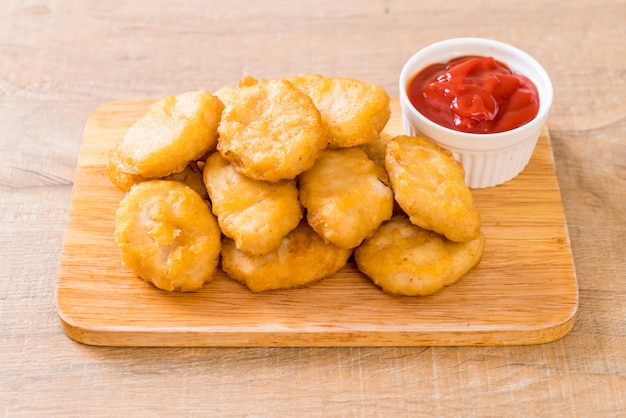 Chicken nuggets with sauce