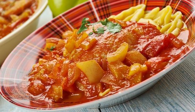 Куриный паприкаш, венгерская кухня, традиционное ассорти, вид сверху.