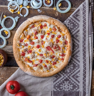 Chicken pizza with tomatoes, onions and ranch sauce