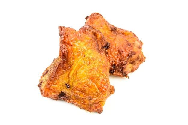 Жаркое из курицы, изолированные на белом фоне