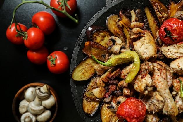 Курица садж баклажаны помидоры грибы перец вид сверху