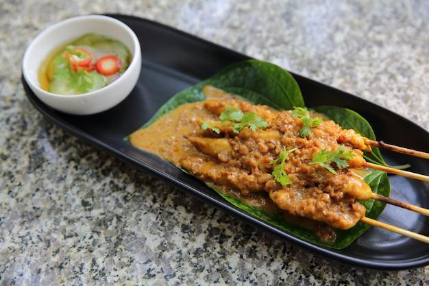 クローズアップのチキンサテ、アジア料理
