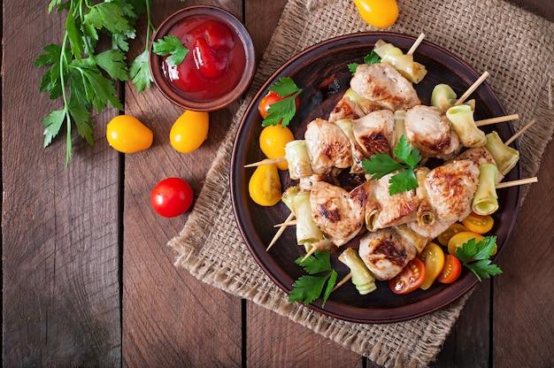 Kebab di pollo con zucchine