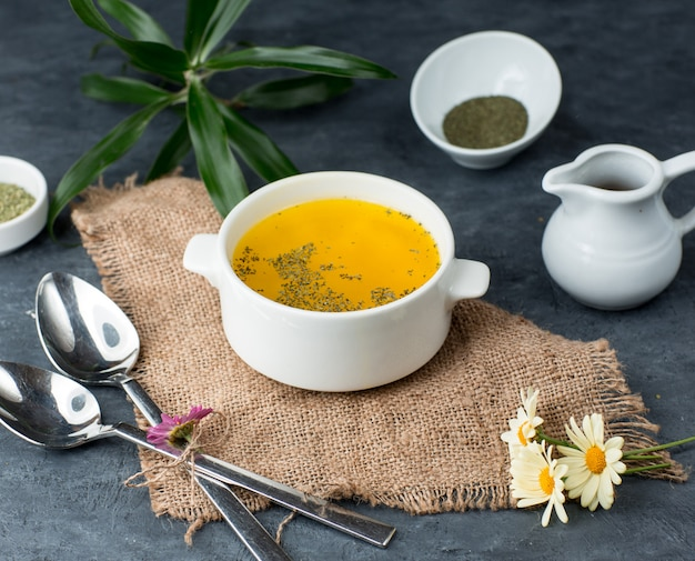 Куриный суп на столе Бесплатные Фотографии