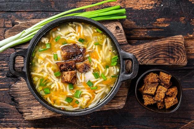 麺と野菜のチキンスープ。