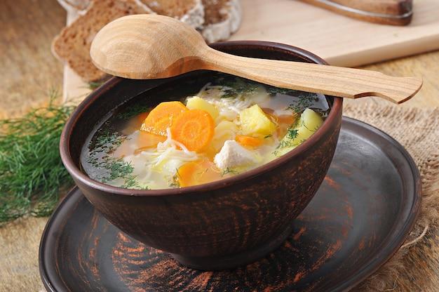 Zuppa di pollo con verdure