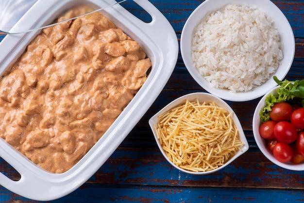 Куриный бурганов и рис