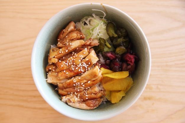 Курица терияки на рисе японская кухня