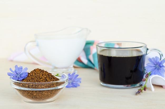 Диетический напиток из корня цикория с молоком