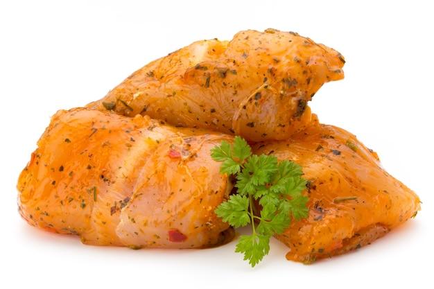 Мясные рулеты из курицы, изолированные на белом фоне Premium Фотографии