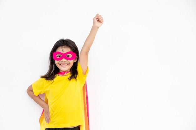 세상을 구하기 위해 슈퍼히어로처럼 행동하는 아이