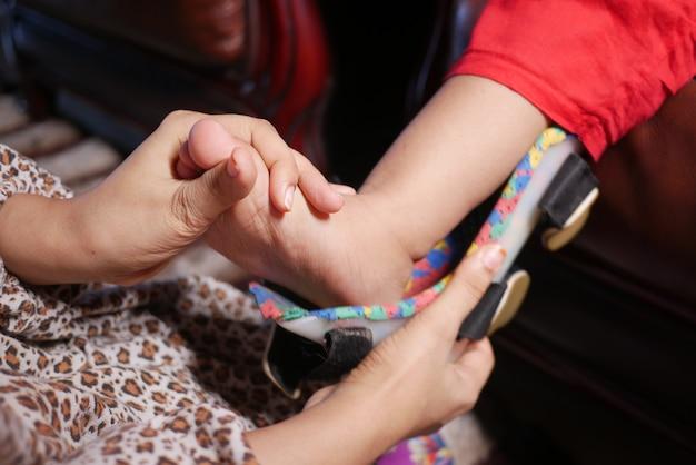 아동 뇌성마비 장애, 다리 보조기.