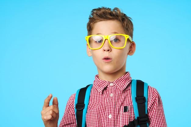 メガネをかけた小学生