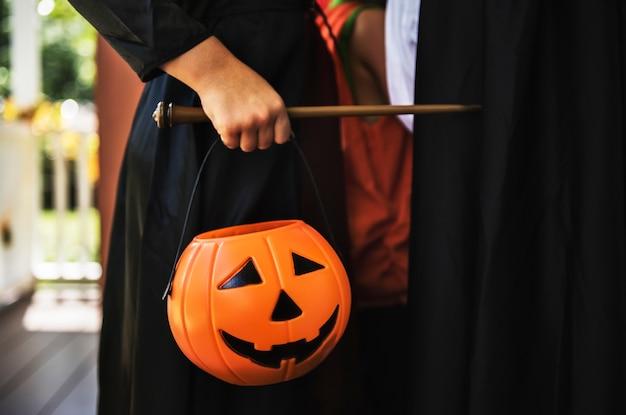 Ребенок в костюме хэллоуина