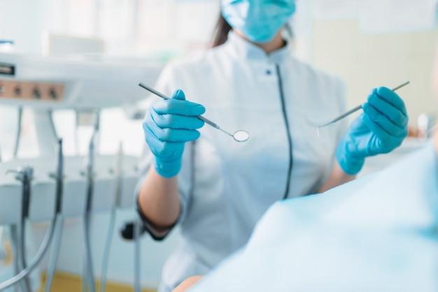Ребенок в стоматологическом кресле, детская стоматология