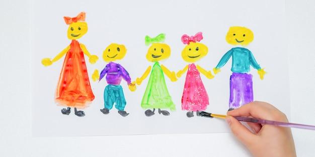 어린이는 행복한 어린이 날을 보내고 있습니다.