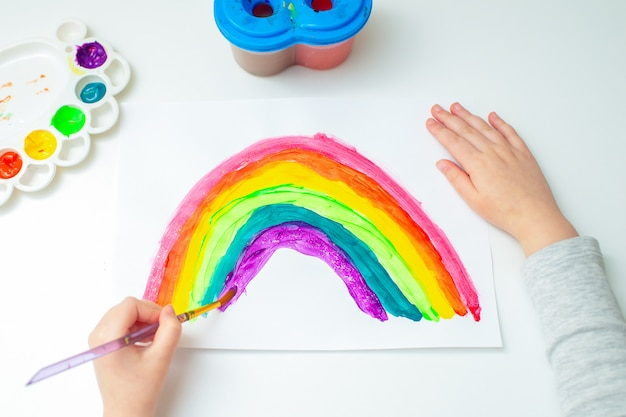 Child is drawing rainbow