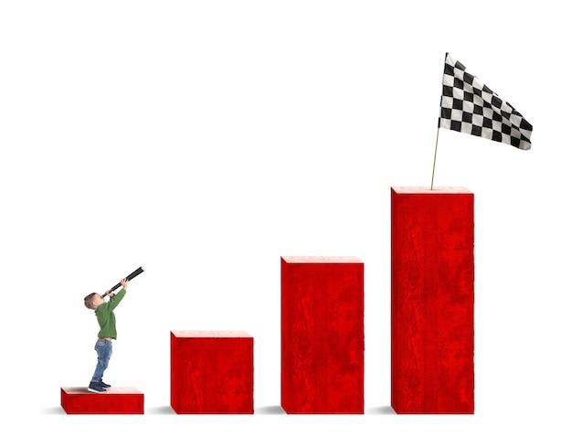 子供は統計の下から旗を双眼鏡で見ます