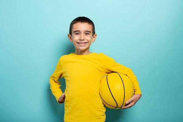 농구에서 재생할 준비가 아이