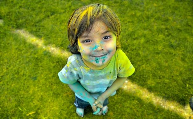 웃는 얼굴을 그린 아이