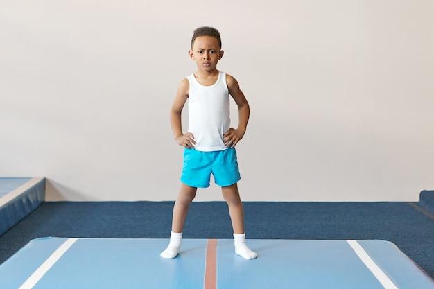 Детство, спорт и концепция активного здорового образа жизни.