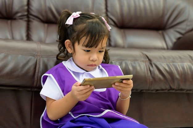 Children addicted to smartphones