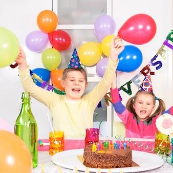 생일 파티에서 아이들