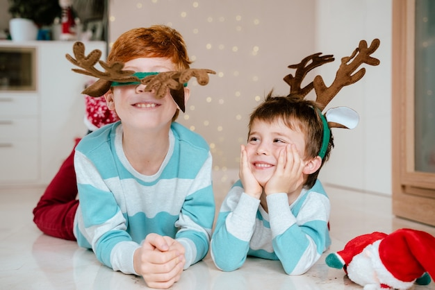 Дети дома на рождество