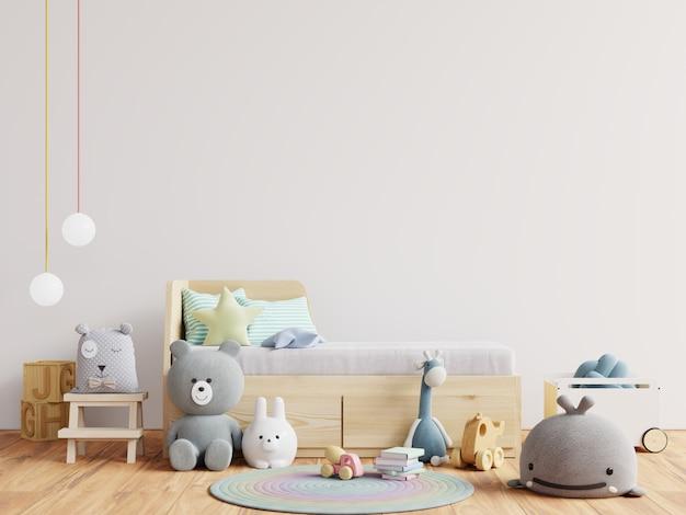 Детская кровать с мягкими игрушками